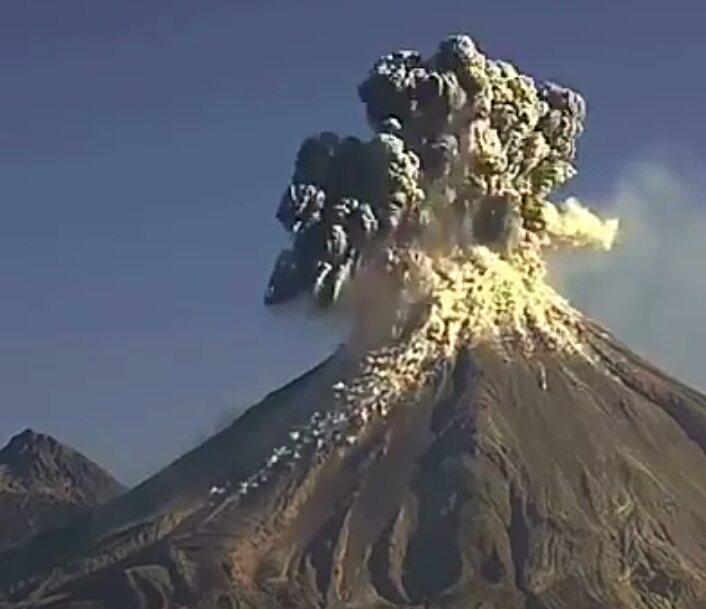 Indonezija: Evakuisano 2.800 ljudi zbog erupcije vulkana