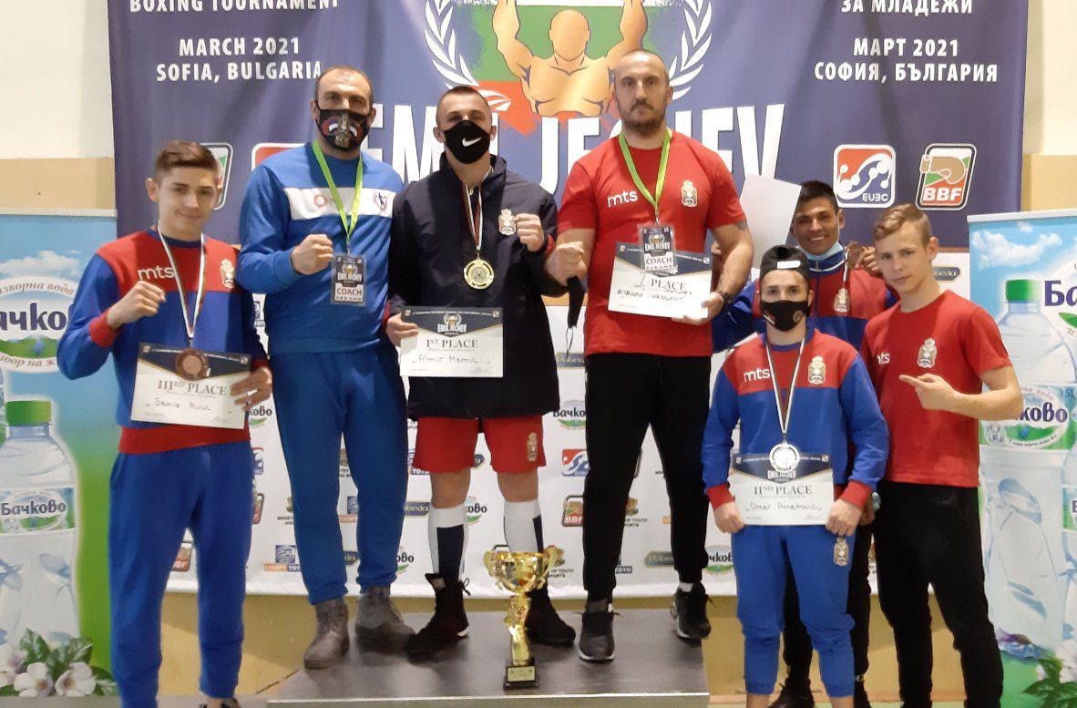 Četiri medalje mladih boksera na turniru u Sofiji
