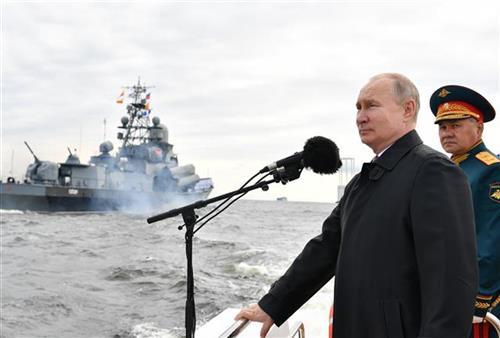 U Sankt Peterburgu parada posvećena Ruskoj floti