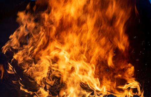 Požar u kampu na Samosu, migranti evakuisani