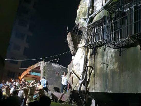 Deset osoba poginulo u rušenju zgrade u Indiji