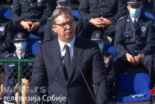 Vučić: Izabrali ste časno zanimanje, stali uz svoju državu