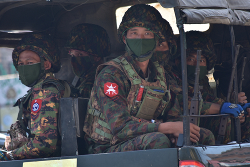 Mjanmar: Rastu sukobi hunte i milicije, stanovništvo beži
