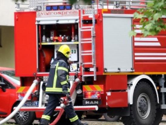 Požar u Baču, izgorela zgrada u kojoj je živelo više porodica