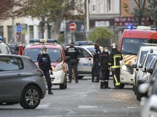 Pucano na pravoslavnog sveštenika u Lionu