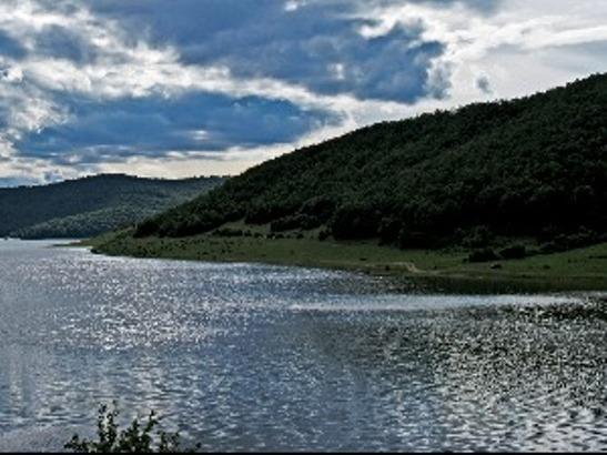Pronađeno telo muškarca kod jezera Gračanica, mogući svedok Specijalnog suda u Hagu