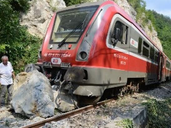 Voz iskliznuo sa pruge u Ibarskoj klisuri