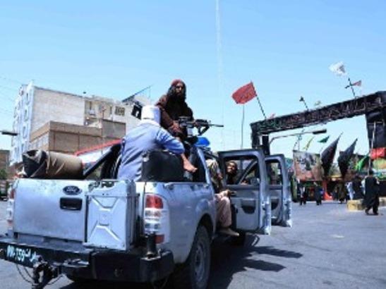 Jeziv prizor na trgu u Heratu, talibani obesili telo čoveka na dizalicu