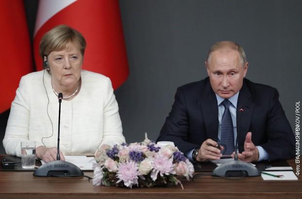Putin i Merkel razgovarali telefonom o situaciji u Siriji, Libiji i Ukrajini