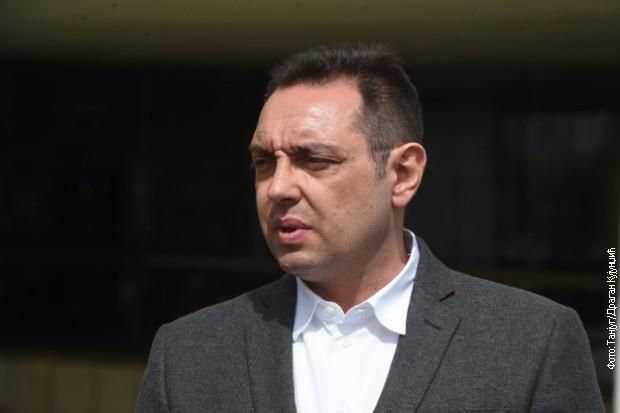 Vulin:Račak namešten, smeta im istina koju iznosi Vučić