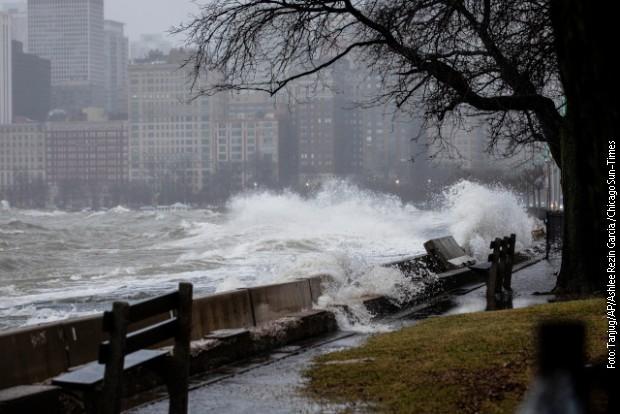Snažna oluja u Americi, vetar snage uragana