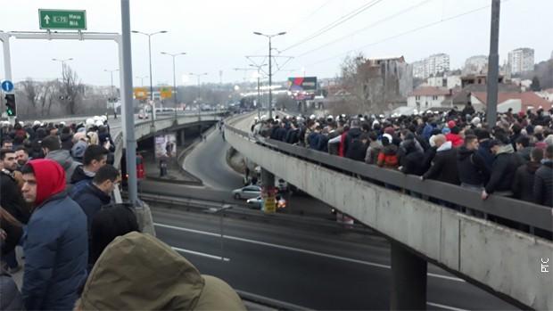 Tuča na Autokomandi, povređeni policajci i navijači