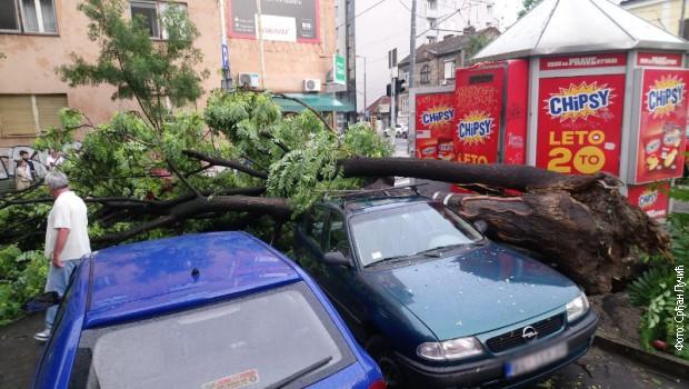 Snažno nevreme protutnjalo Beogradom – ogromne gužve u saobraćaju