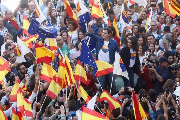 Pristalice jedinstvene Španije na ulicama Barselone