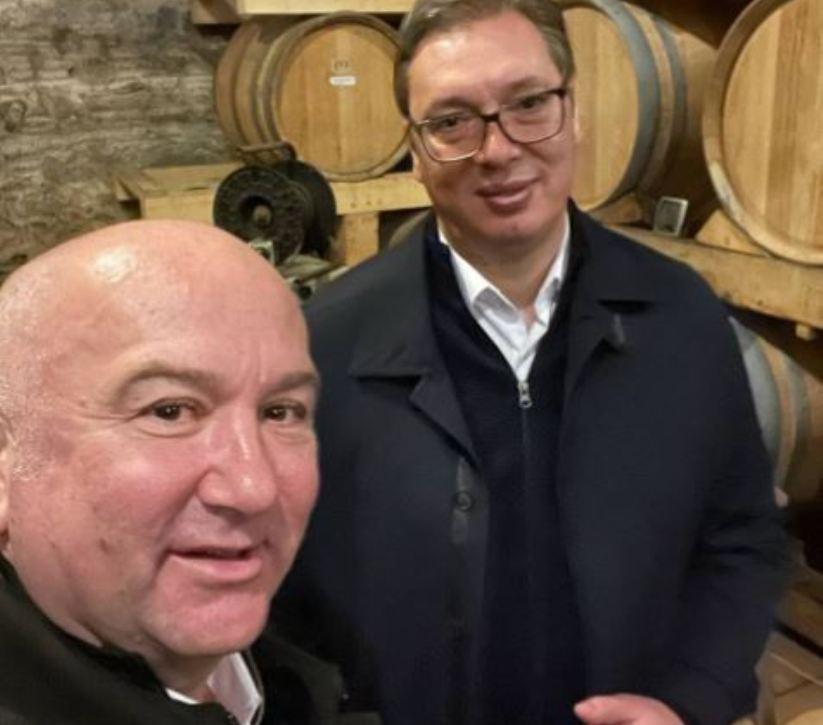 Vučić sa Popovićem u vinskom podrumu Hilandara