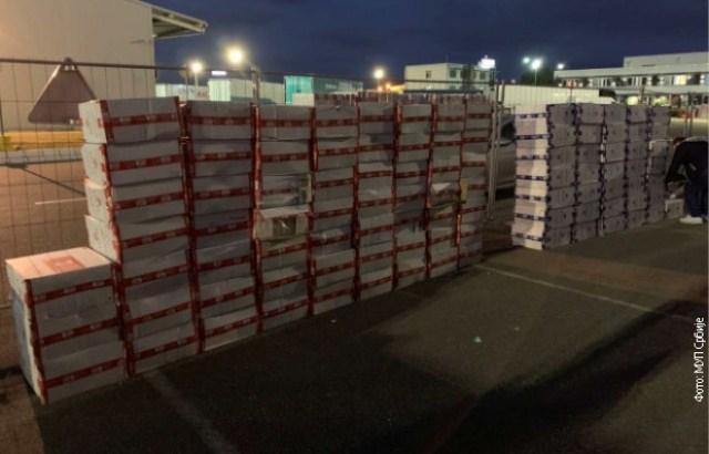 Zaplenjeno skoro 96.000 paklica cigareta, uhapšene dve osobe