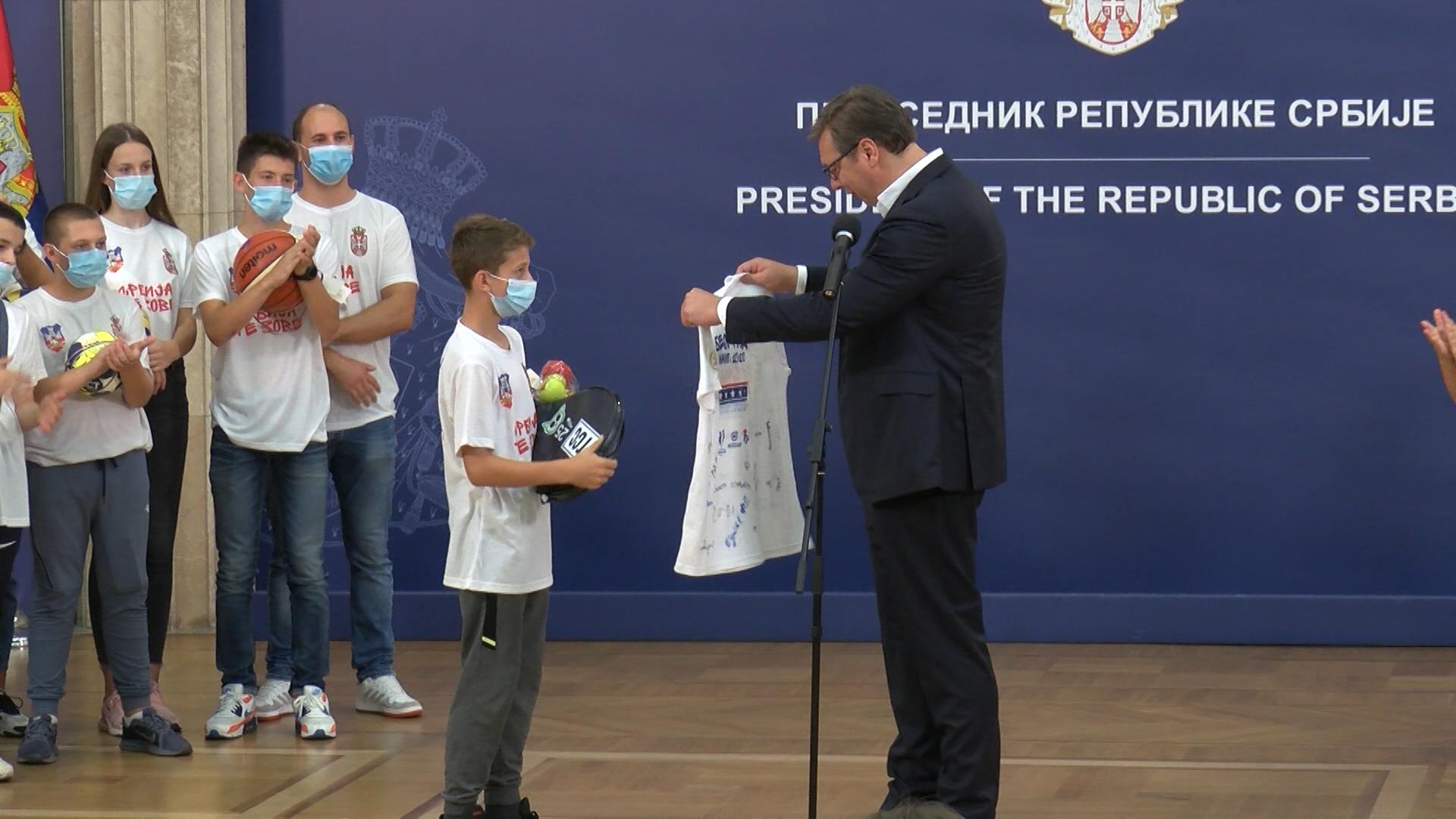 Vučić sportistima sa Kosova i Metohije: Beograd je vaš glavni grad (video)