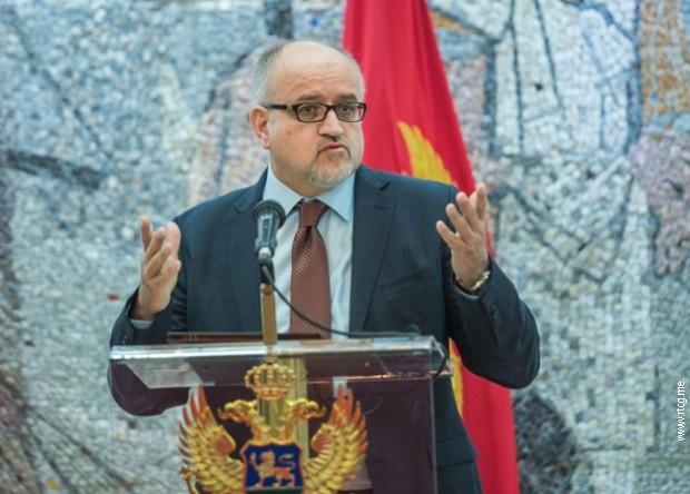 Darmanović: Od zastava u Tuzima se ne živi