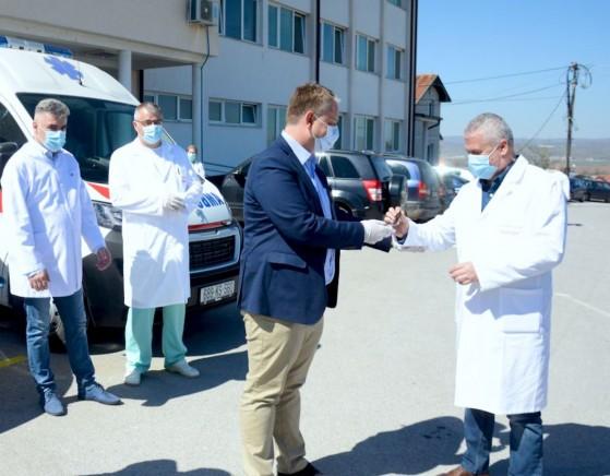 Kancelarija za KiM obezbedila novo sanitetsko vozilo Zdravstvenom centru Gnjilane