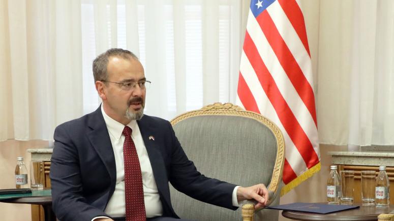 Ambasador Godfri u poseti Preševu: Dijalog najbolji način za rešavanje problema