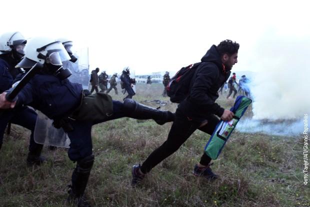 Grčka, sukob migranata i policije na makedonskoj granici