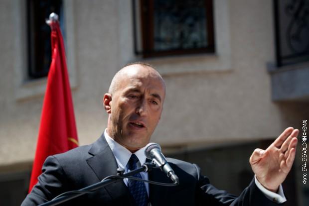 Haradinaj na prištinskom aerodromu, čekajući let za Hag