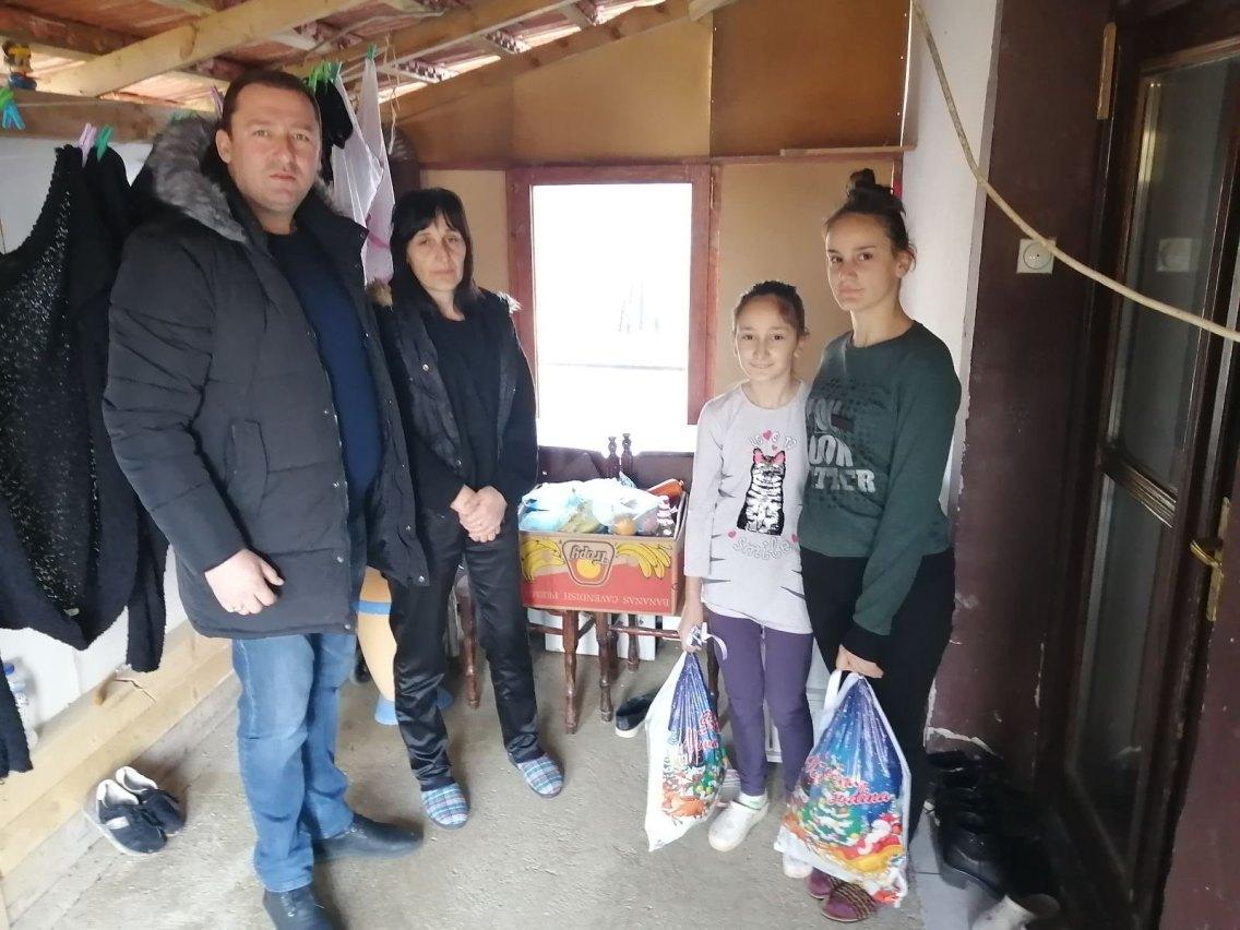 Milosavljević ispred PO opštine Zvečan uručio pomoć ugroženim porodicama