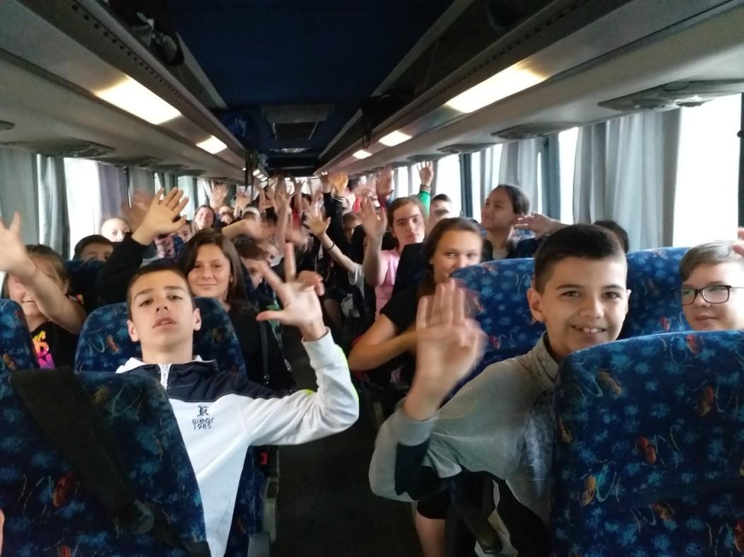 Deca sa KiM krenula jutros ka Republici Srpskoj