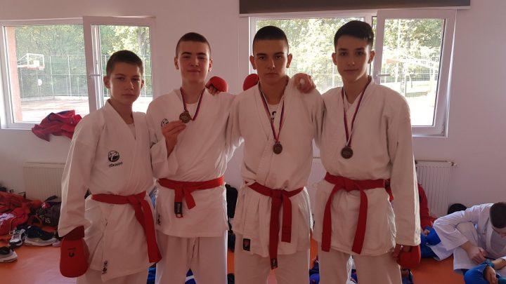 """Dve bronzane medalje za Omladinski karate klub """"Kosovska Mitrovica"""""""