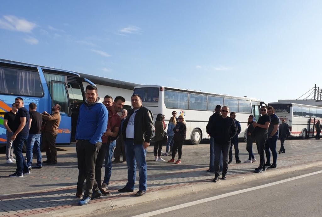 Đurić: 10 autobusa sa Srbima zaustavljeno na prelazu
