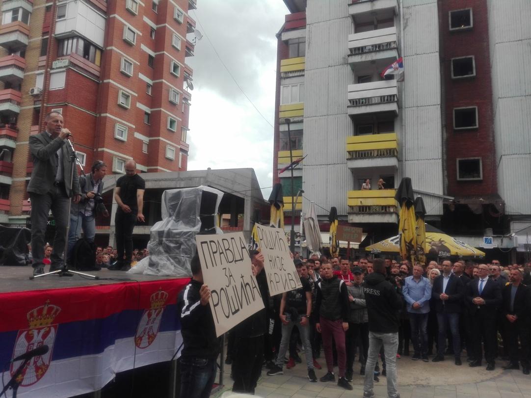 Protest u Kosovskoj Mitrovici zbog upada prištinskih specijalaca! VIDEO