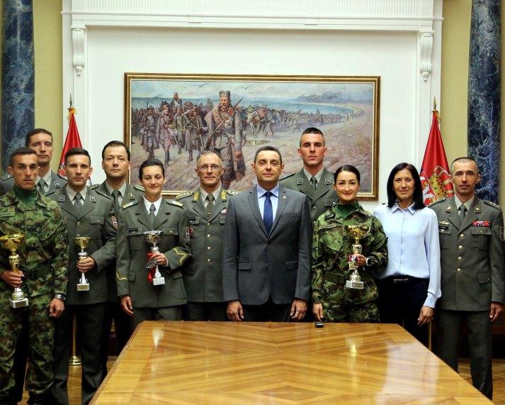 Vulin: Vojska razvija takmičarski duh