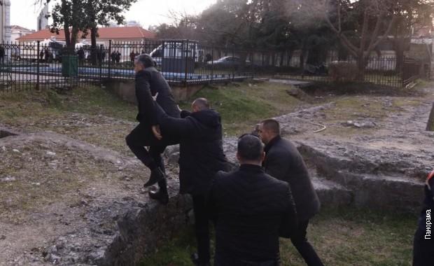 Tirana, spasavanje ministra od demonstranata
