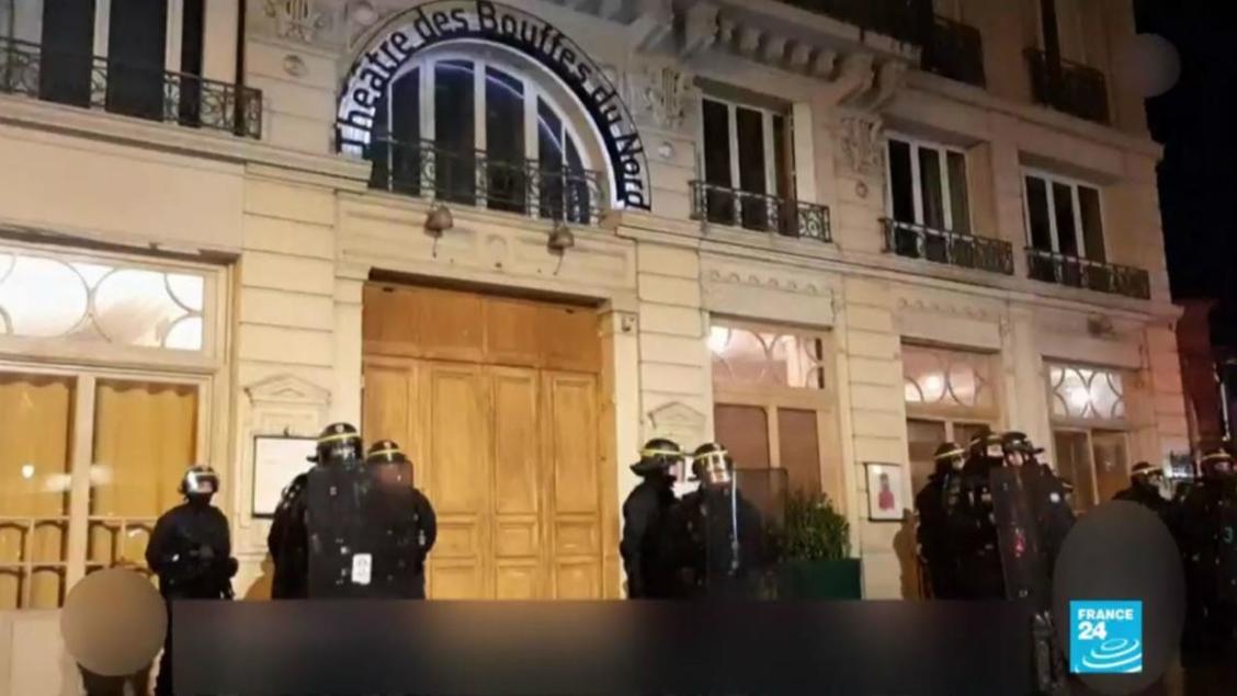 Demonstranti pokušali da upadnu u pozorište gde je bio Makron
