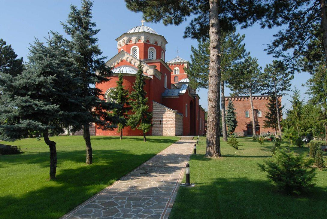 Lokalna deponija uz manastir Žiča, za nadležne greška, za meštane namera