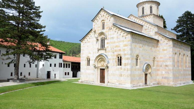 Đurić: Sedam vekova duga tradicija srpske medicine na Kosovu