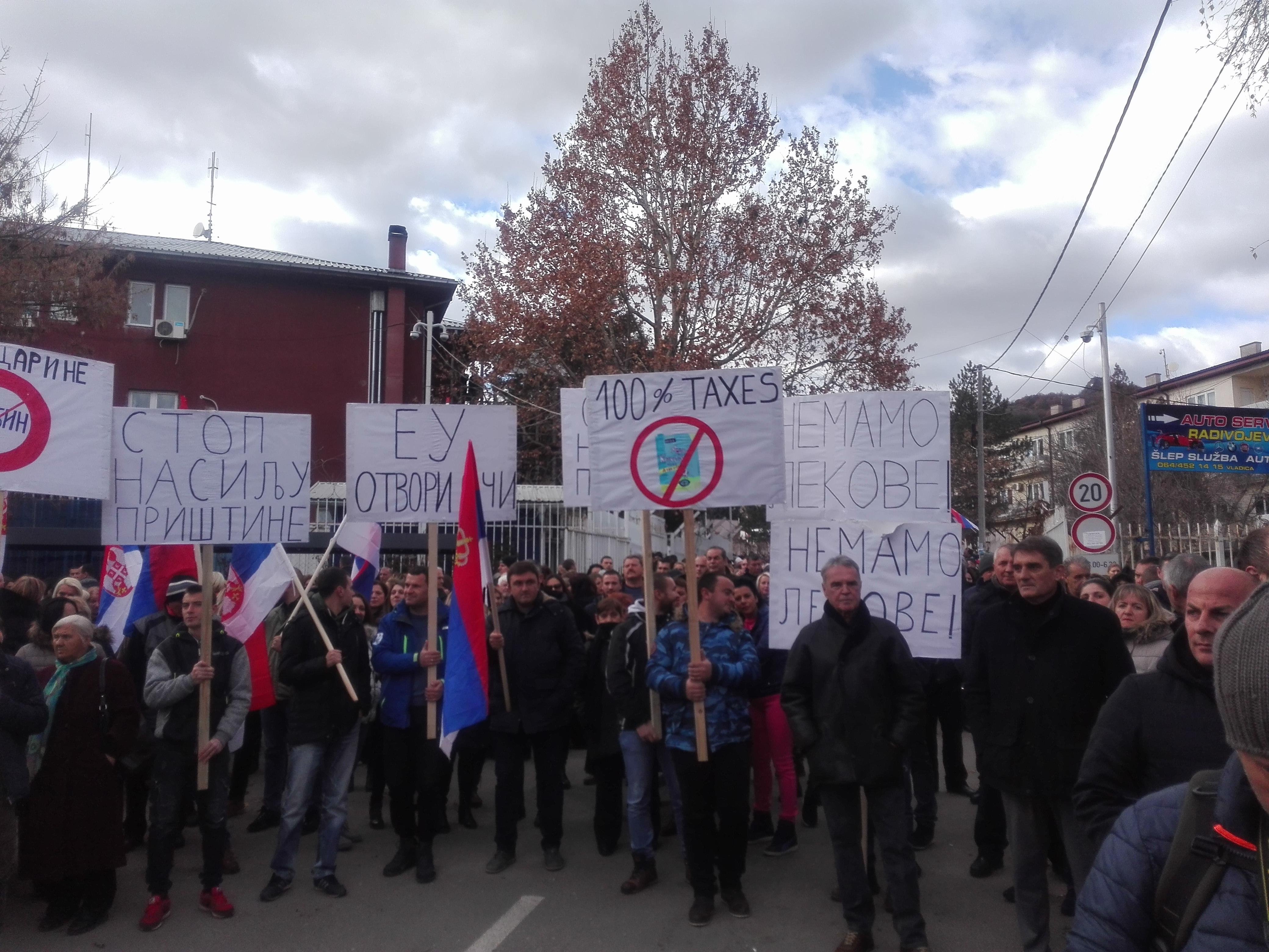 U Kosovskoj Mitrovici održan novi protest zbog mera privremenih institucija u Prištini (video)