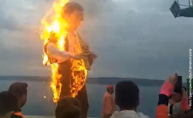 Zapaljena još jedna lutka Milorada Pupovca