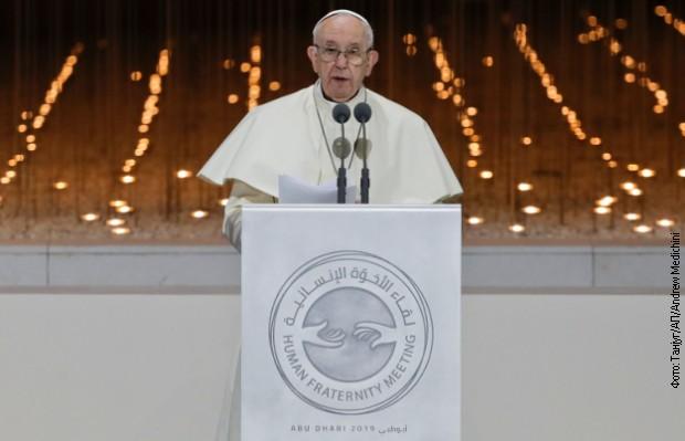 Papa u istorijskoj poseti u Abu Dabiju poziva na mir