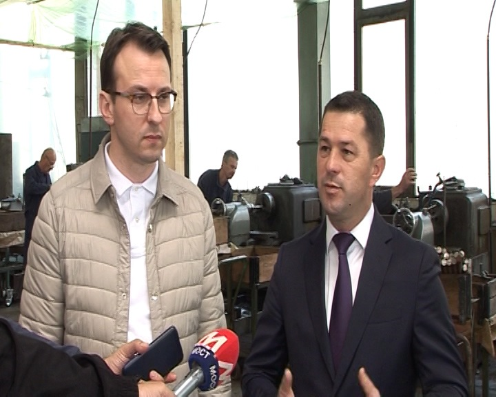 Petković i Todić u Fabrici otkovaka Lola Lešak i fabrici zglobnih ležajeva u Leposaviću