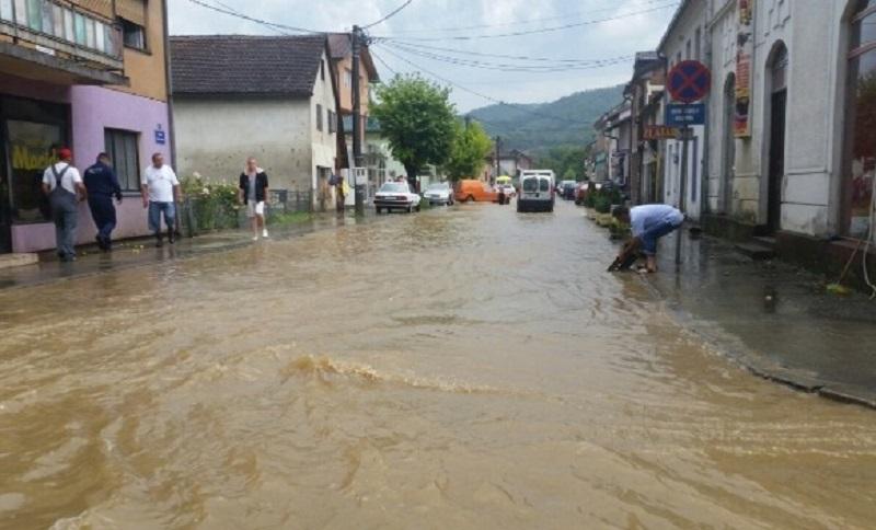 Vanredna situacija u Kostajnici, potopnjene ulice, prete klizišta