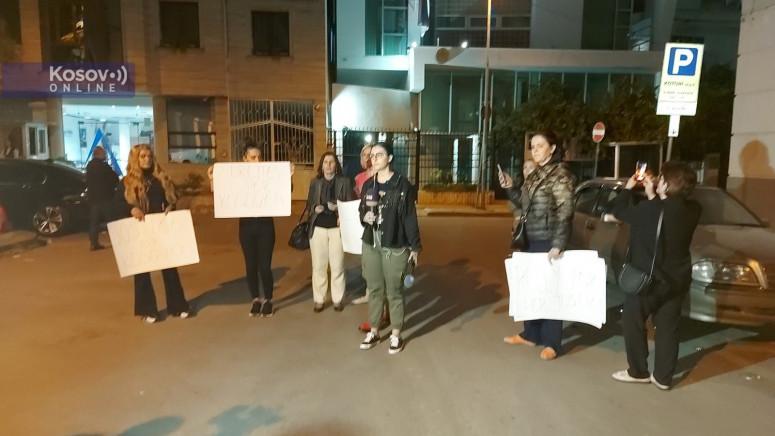 Sedam žena na protestu ispred Ambasade Srbije u Tirani