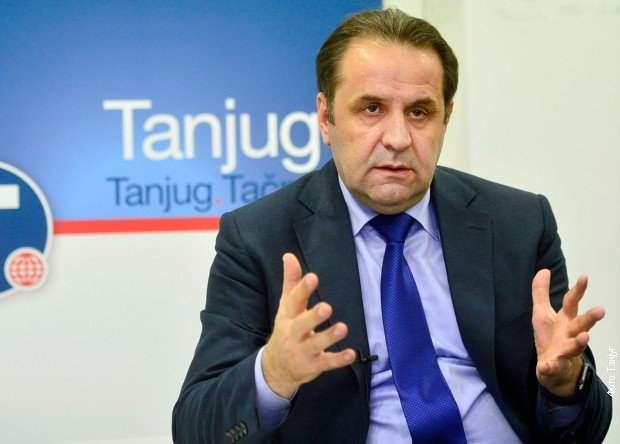 Za devet meseci trajanja taksi Prištine skoro 300 miliona evra manje robe