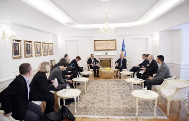 Tači i Haradinaj sa savetnicima Merkelove i Makrona