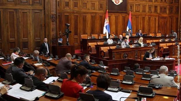 Poslanici pitali o Lađevcima, Đilasu, Zelenoviću...