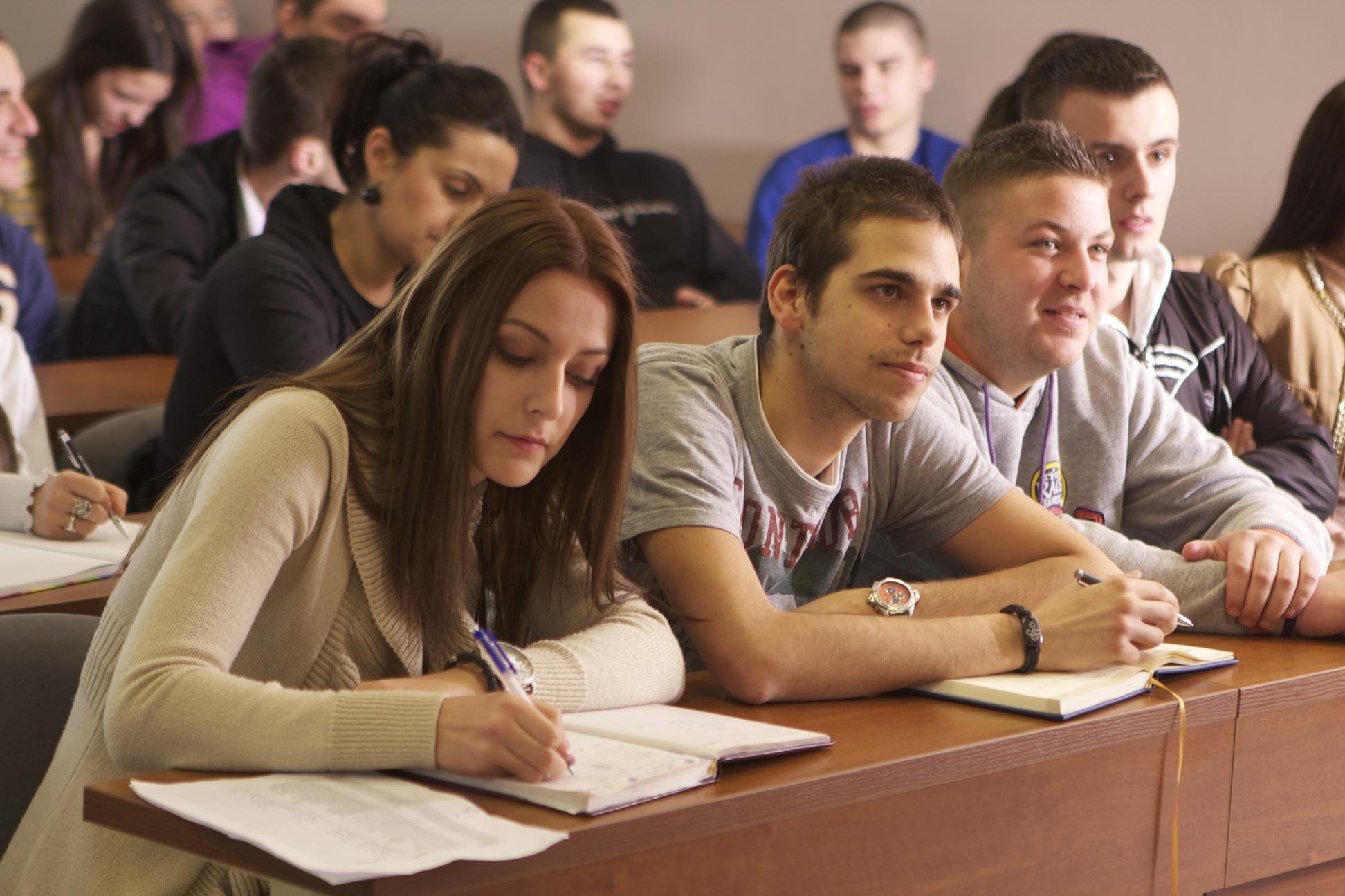 Svaki treći student planira da ode iz Srbije