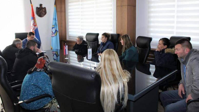 Todić razgovarao sa meštanima u cilju rešavanja njihovih problema