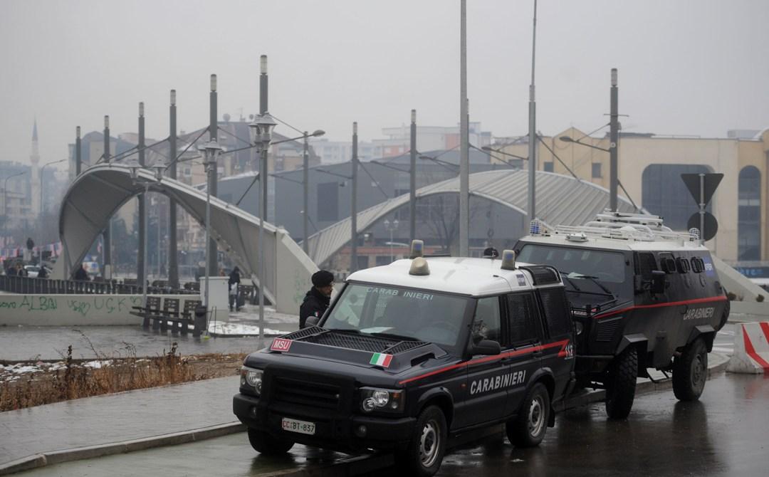 U Mitrovici mirno, KFOR obezbeđuje most