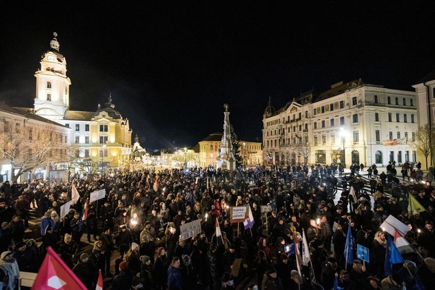 Demonstracije u Budimpešti, Fides: Soroš ih mobiliše
