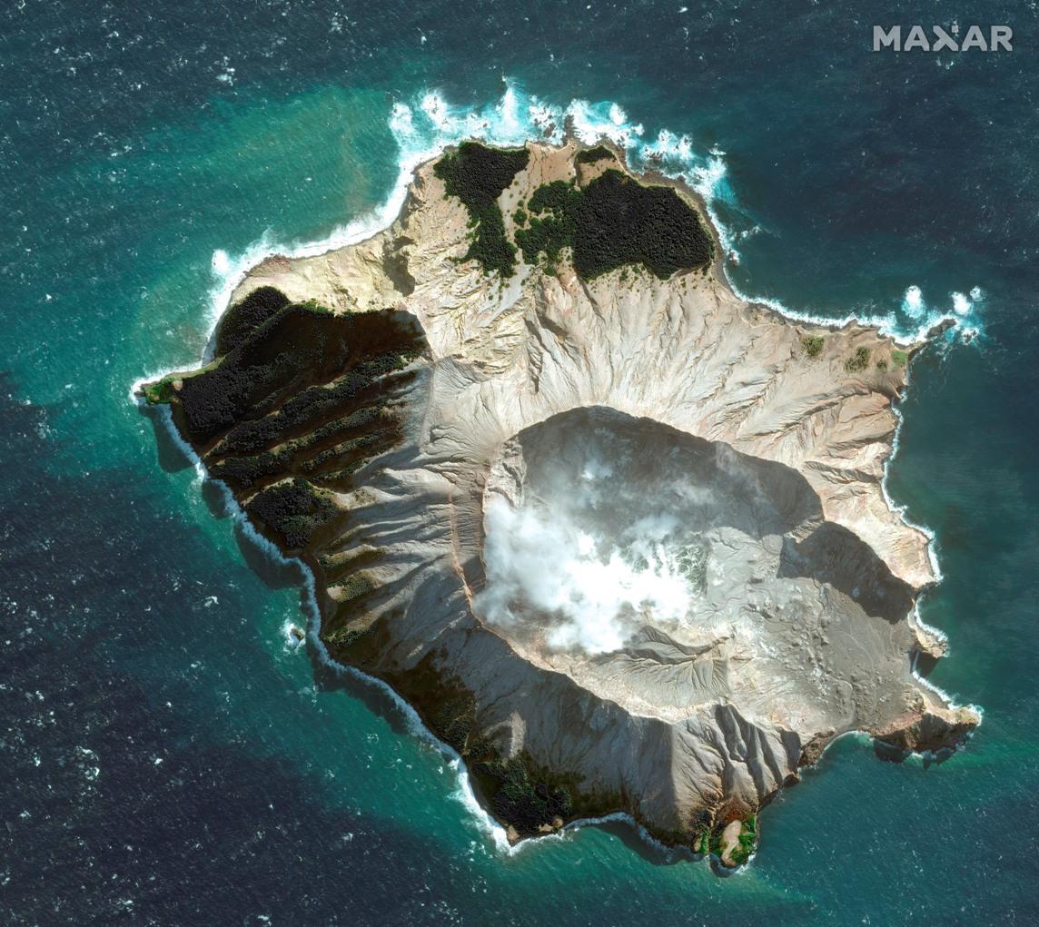 Vulkan na Novom Zelandu još aktivan, petoro poginulo, strahuje se da je broj žrtava veći